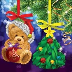 Новогодняя вышивка лентами на елочной подвеске 'Мишка и елочка', основа 25x35 см