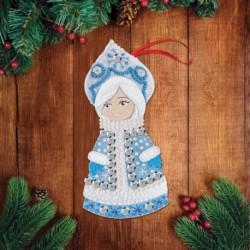 Новогодняя подвеска из фетра с вышивкой бисером 'Снегурочка'