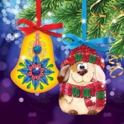 Новогодняя вышивка лентами на елочной подвеске 'Собачка и колокольчик',основа 25x35 см