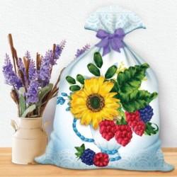 Вышивка лентами на мешочке 'Лений букет с ягодой', 35 x 25 см