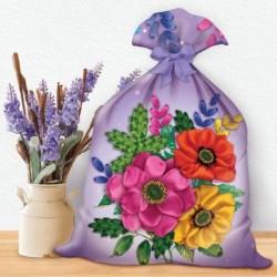 Вышивка лентами на мешочке 'Цветы', 35x25 см
