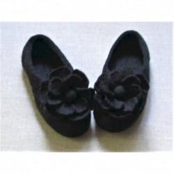 Войлочные тапочки с цветком черные. Размер 40