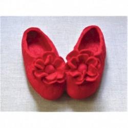 Войлочные тапочки с цветком красные. Размер 39