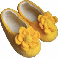 Тапочки войлочные желтые с цветком. Размер 13 см